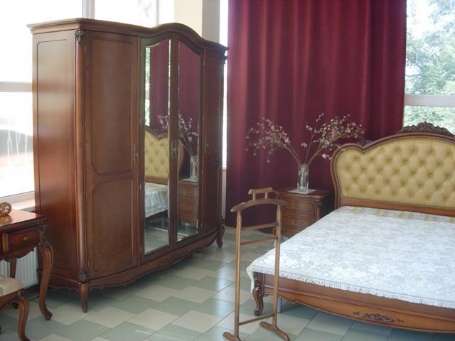 шафа каталіна з дзеркалом