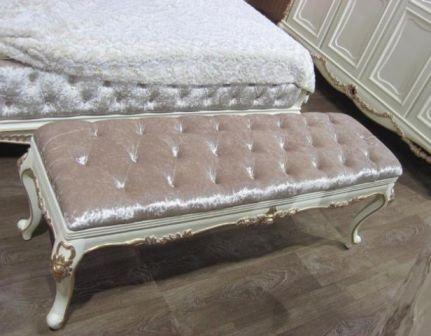 Банкетка прямокутна доповнить зону для відпочинку і стане зручною підставкою для ніг або місцем для розташування декоративних подушок