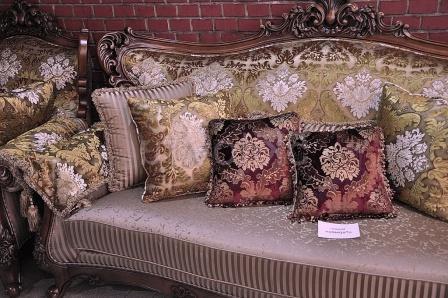 м'які меблі у класичному стилі для вітальні фото