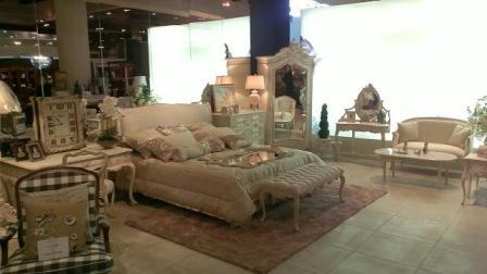 Біла спальня INDOSAT з натурального дерева - купити у Львові
