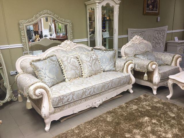 Білий диван Колізей у стилі бароко